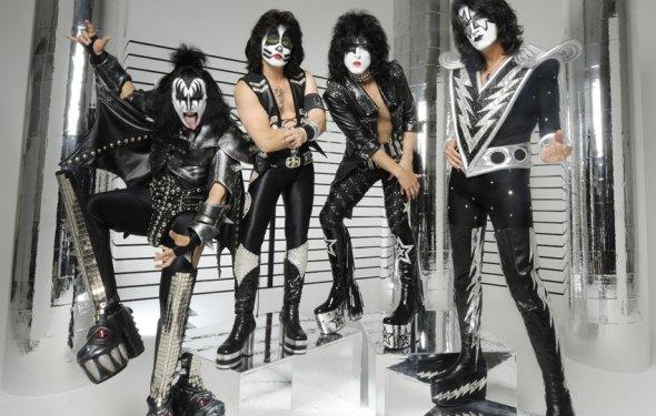 Группа Kiss относится к
